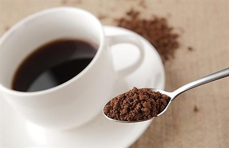 無水カフェインに隠された効果と副作用